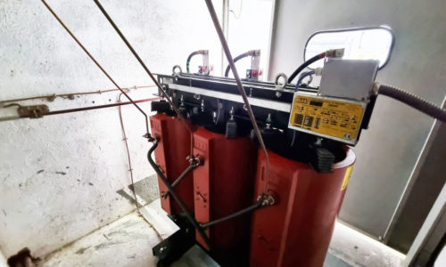 Realizamos los mantenimientos preventivos de las instalaciones eléctricas y gestionamos las inspecciones periódicas obligatorias con los Organismos de Control Autorizados (OCA)